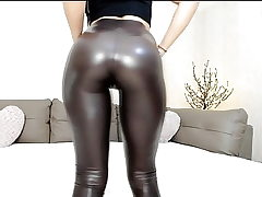 Super-hot webcam nubile in glistening stretch pants with great bum tease